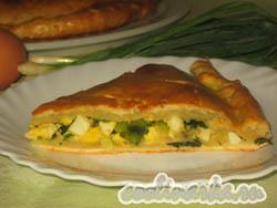 Пирог на сметане с зеленым луком и яйцом